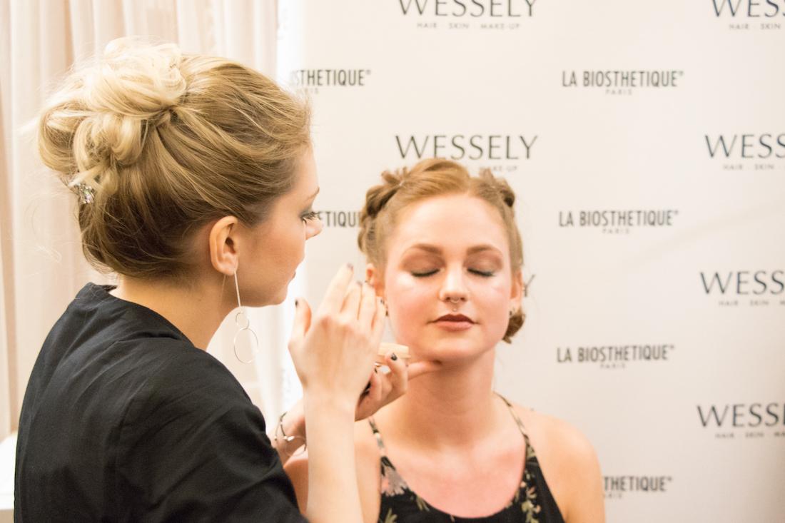 09_Makeup-Artist_Iris_präsentiert_Makeup_Trends_FALLWINTER2018